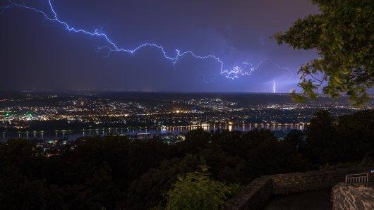 Sturm und Gewitter: Das hat das Wetter für NRW parat. (Symbolbild)