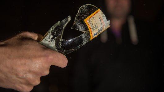 Düsseldorf: Vor etwa einer Woche wurde ein junger Mann mit einer Glasflasche tödlich verletzt. (Symbolbild)