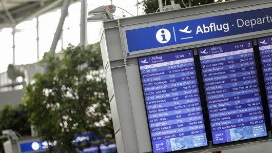 Am Flughafen Düsseldorf wollten zwei Männer abfliegen, doch sie wurden gesucht. (Archivbild)