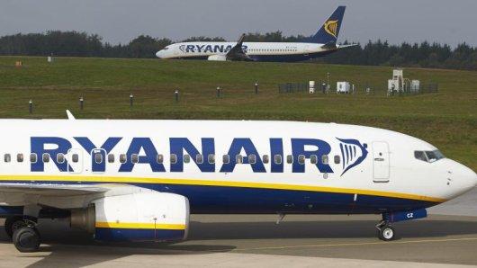 Wer mit seinen Kindern in den Flieger steigt, muss bei Ryanair künftig Plätze reservieren.