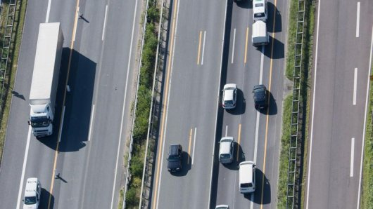 Die deutschen Autoclubs rechnen am Wochenende mit relativ störungsfreiem Verkehr auf den Fernstraßen.