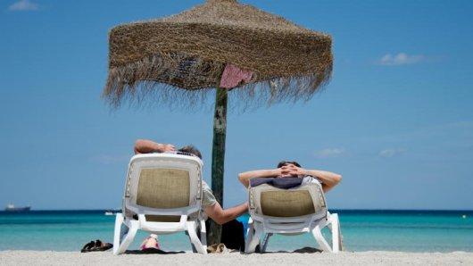 Wer derzeit in den Badeurlaub möchte, muss weit fliegen.