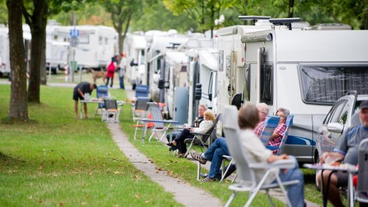 Ungetrübte Campingidylle: Damit das auch so bleibt, raten Experten dazu, Caravans und Wohnmobile gut zu sichern.