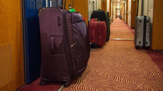 Koffer können Kreuzfahrt-Reisende separat versichern - zum Beispiel für den Fall, dass sie aus der Kabine gestohlen werden.