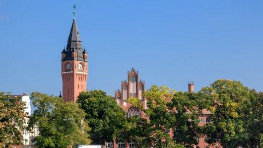 Das Rathaus von Köpenick ist vom Wasser aus gut zu sehen.