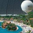 """Urlaubsflair in einer ehemaligen Luftschiffhalle: Das Freizeitressort """"Tropical Islands zieht jährlich eine Million Besucher an."""