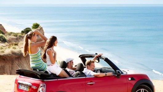 Heißer Sommer: Viele Mietwagenanbieter sehen vor allem auf den Inseln Engpässe voraus.