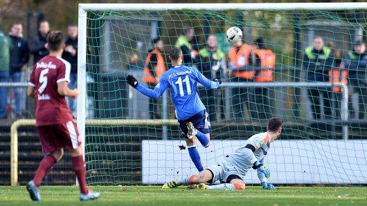 Sidney Sam (Mitte) bringt Schalkes U23 in Führung.