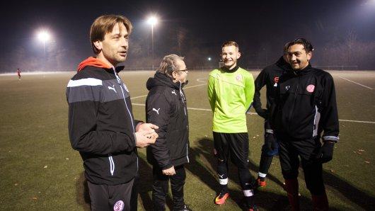 Training bei Rot-Weiss Essen III am Sportplatz Seumannstraße in Essen.