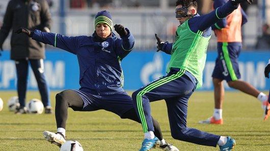 Schalkes Dennis Aogo (links) will das Europapokal-Werk vollenden und den sechsten Sieg im sechsten Spiel einfahren.