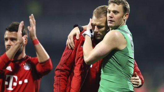 Manuel Neuer (re.) kennt sich im neuen Umfeld von Holger Badtsuber (mi.) bestens aus.
