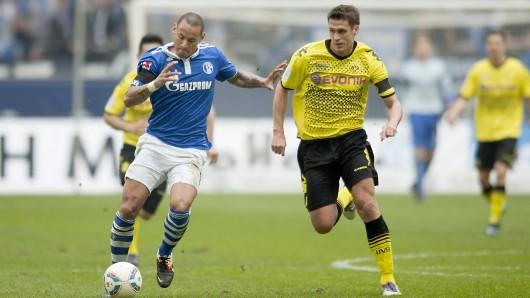 Ex-Schalker Jermaine Jones (l.) ist im Derby-Modus.