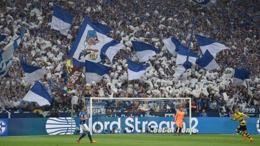 Die Ultras des FC Schalke 04 präsentierten zuletzt zwei spektakuläre Choreos.