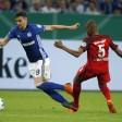 Wegen dieses Fouls an Leon Goretzka vom FC Schalke 04 flog Gelson Fernandes von Eintracht Frankfurt vom Platz.