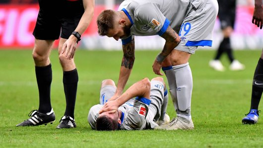 Schalke-Stürmer Mark Uth hat sich eine schwere Verletzung im Spiel gegen Eintracht Frankfurt zugezogen.