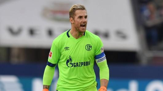 FC Schalke 04: Kapitän Ralf Fährmann ist sauer.