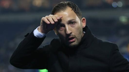 Im Spiel zwischen Schalke und Dortmund will Domenico Tedesco seine positive Derby-Bilanz aufrecht erhalten.