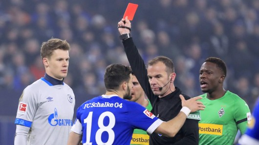 Im Spiel zwischen Schalke und Gladbach sah S04-Keeper Alexander Nübel in der 59. Minute Rot.