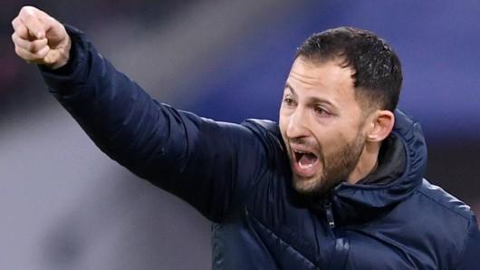 Beim FC Schalke 04 hat Domenico Tedesco eindringlich vor dem SC Freiburg gewarnt.
