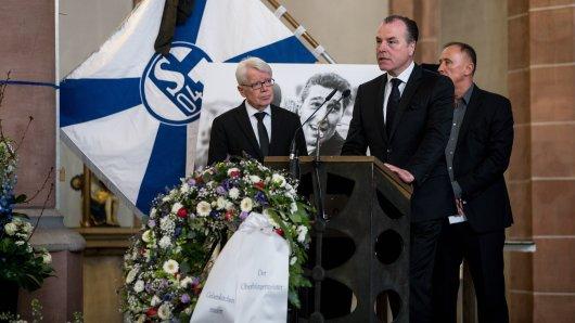 Clemens Tönnies hielt auf der Trauerfeier für Rudi Assauer eine bewegende Rede.