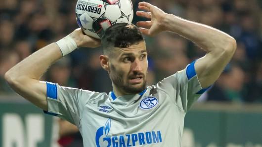 Daniel Caligiuri vom FC Schalke 04 verletzte sich beim Spiel in Bremen.