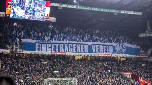 Statt eines Protests gab es von den Schalker Fans vor dem Spiel in Bremen eine kleine Choreo.