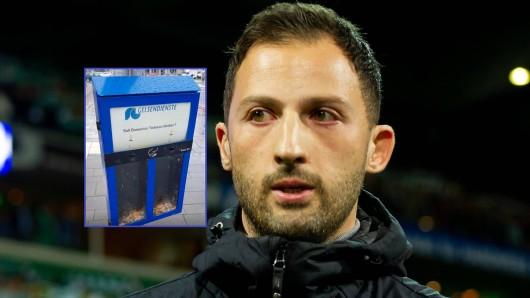 Soll Domenico Tedesco beim FC Schalke 04 bleiben? S04-Fans können in Gelsenkirchen auf kuriose Weise abstimmen.