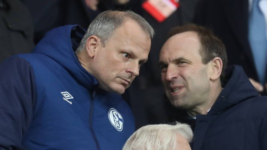 Schalke-Sportvorstand Jochen Schneider sprach nach dem 0:7 in Manchester mit Marketingchef Alexander Jobst, aber nicht mit den Medien.