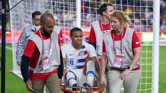 Schalkes Weston McKennie verletzte sich beim Länderspiel USA gegen Ecuador. Ihm droht eine wochenlange Pause.