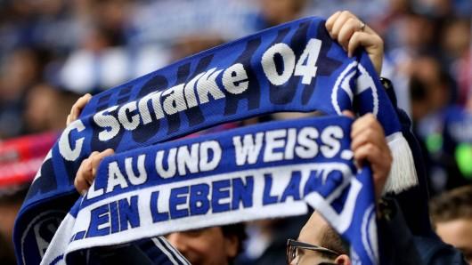 Am Ende des Spiels zwischen Schalke und Frankfurt verlor ein S04-Fan sich in menschenverachtenden Pöbeleien.