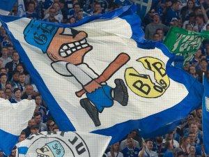 Vor dem Derby zwischen Borussia Dortmund und Schalke 04 haben S04-Ultras deutlich gemacht, was sie erwarten.
