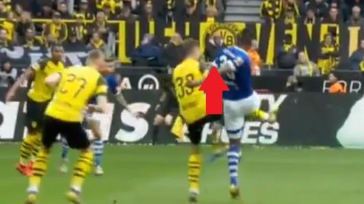 Diese Szene im Derby zwischen Schalke und Dortmund sorgte für Wut bei den BVB-Fans.