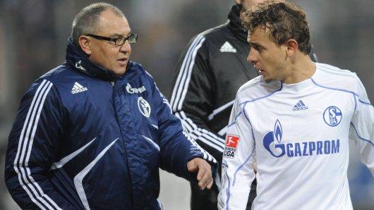 Drohte Felix Magath (l.) als Trainer des FC Schalke 04 seinem Schützling Rafinha?