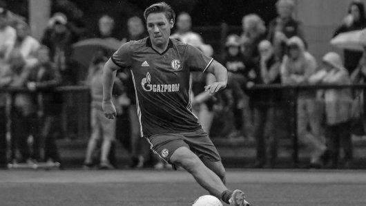 Mike Möllensiep bei einem Benefizturnier im Trikot der Traditionself des FC Schalke 04.