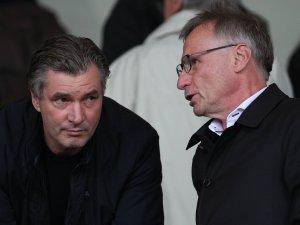 Michael Reschke im Gespräch mit BVB-Sportdirektor Michael Zorc.