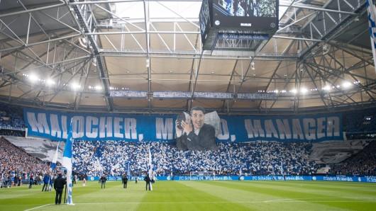 Am abschließenden Bundesliga-Spieltag präsentierten die Schalke-Fans eine riesige Assauer-Choreo.