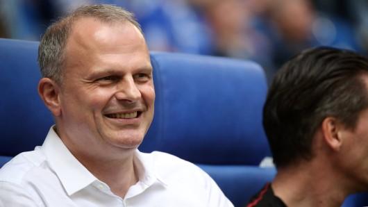 FC Schalke 04: Sportvorstand Jochen Schneider tütet derzeit einen Transfer nach dem anderen ein.