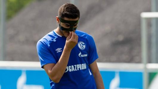 Ozan Kabak hat sich im ersten Training beim FC Schalke 04 sofort verletzt.