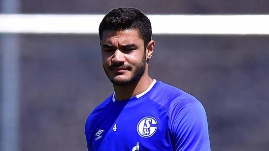 Im ersten Training für den FC Schalke 04 hat sich Ozan Kabak verletzt.