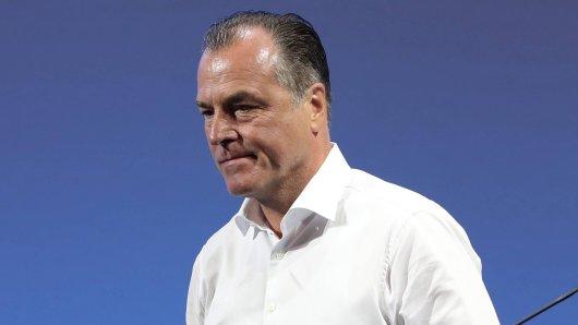 Die Kritik an Clemens Tönnies reißt nicht ab.