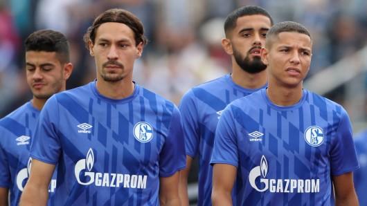 Benjamin Stambouli (l.) fehlt dem FC Schalke 04 vielleicht für den Rest des Jahres.