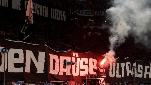 "Gänsehaut-Choreo für den verunglückten Schalke-Ultra ""Drüse""."