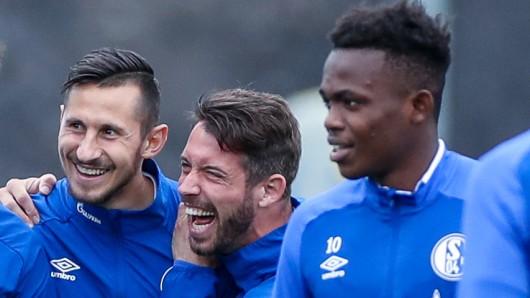 Steven Skrzybski (l.) und Mark Uth sollen den FC Schalke 04 am Freitag verlassen.