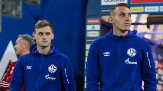 Jonas Carls (l.) könnte den FC Schalke 04 bald verlassen.