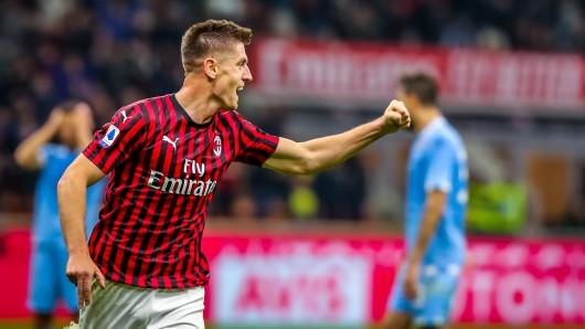 Krzysztof Piatek dreht jubelnd ab – ab sofort nicht mehr im Trikot von AC Mailand, sondern Hertha BSC.