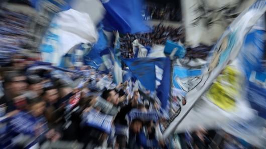 Fans des FC Schalke 04 greifen ihren Klub scharf an.