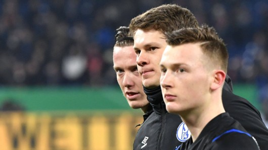 Michael Gregoritsch (l.) droht beim FC Schalke 04 der größte Verlierer der Coronavirus-Krise zu werden.