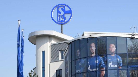 Der FC Schalke 04 hat ein raffiniertes Konzept entwickelt, um seine Mitarbeiter in Kurzarbeit zu unterstützen. (Symbolbild)