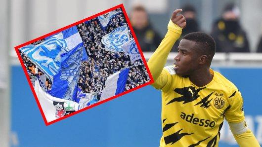 FC Schalke 04: Moukoko erhält auch von vielen Schalke-Fans Unterstützung.