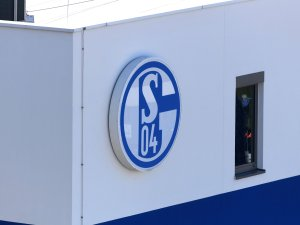 Der FC Schalke 04 ermittelt gegen die Täter vom U19-Revierderby.